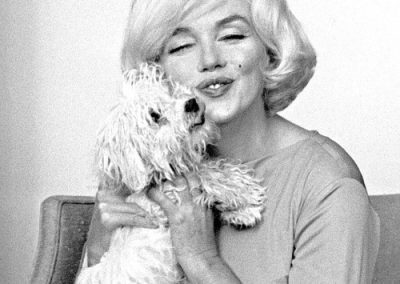 Marilyn Monroe and her maltese dog